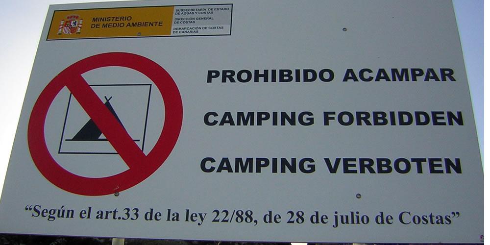 Camping Verbote sind gut sichtbar gekennzeichnet