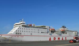 Die Fähre Volcan Del Teide im Hafen von Huelva. Hier noch in den Armas Farben.