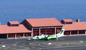Der kleine Flughafen von El Hierro. Von hier aus gibt es Flüge nach Teneriffa und Gran Canaria.